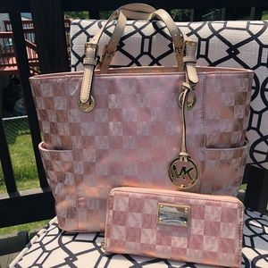 Micheal Kors Rose Gold Checkerboard Purse & Wallet